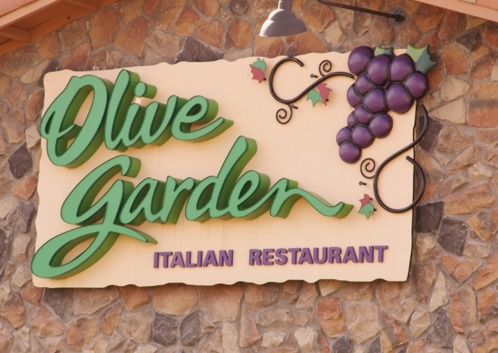 [VIDEO] 'Who the F*ck Made This?': Italian Grandmothers Try Olive Garden